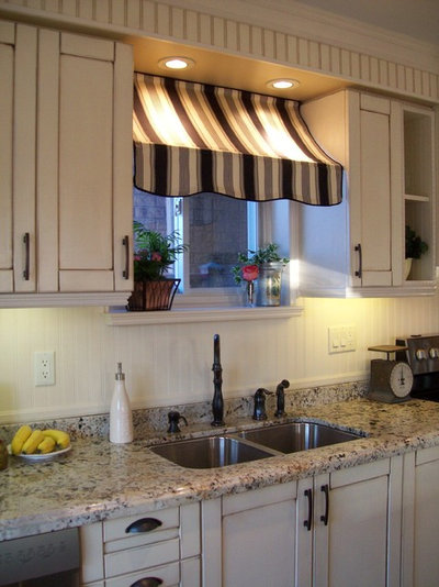 American Traditional Kitchen Bistro Style Kitchen