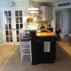 Traditional Kitchen Black and White Kitchen