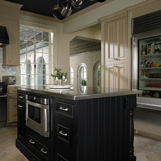 Traditional Kitchen by Third Generation Contracting