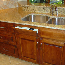 Traditional Kitchen by R. E. Williams Construction Services Company