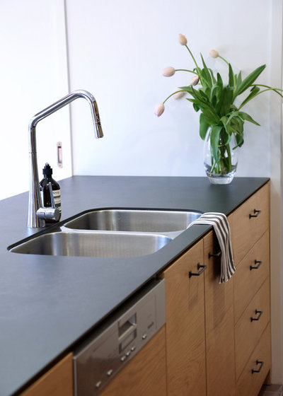 Modern Kitchen by Carnell's Design