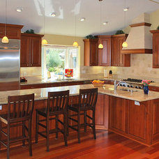 Traditional Kitchen by Amarant Design and Build Center