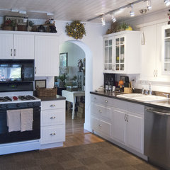 traditional kitchen by Adrienne DeRosa
