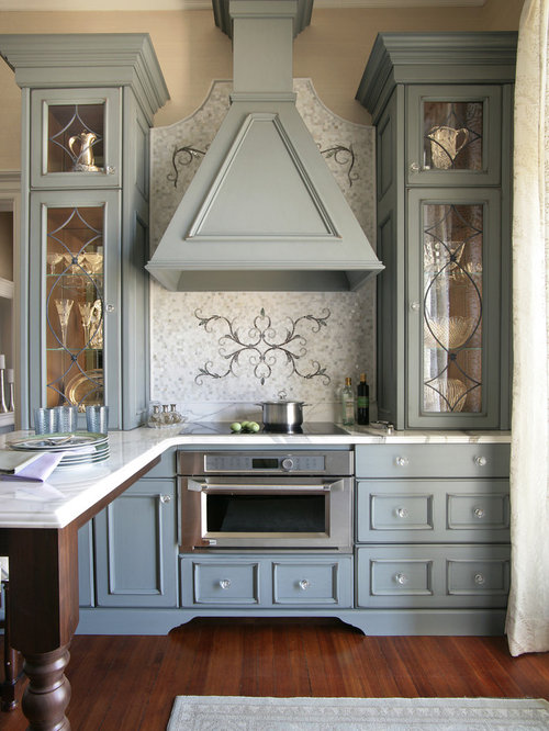 Small victorian kitchen design ideas renovations photos for Small victorian kitchen designs