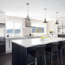 Contemporary Kitchen by Moeski Design Agency