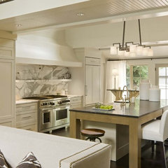 traditional kitchen by DHR Architecture