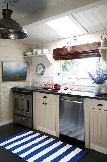 Beach Style Kitchen by Lisa Stevens & Company, Inc.