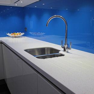 Blue kitchen splashback