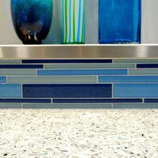 Modern Kitchen by BRADSHAW DESIGNS LLC