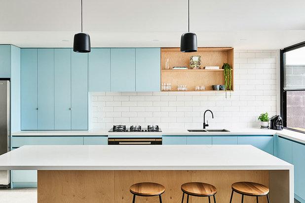 Beach Style Kitchen by Altereco Design