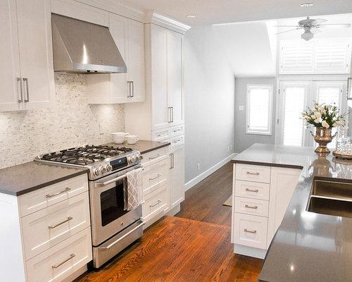 594 mid sized transitional kitchen design photos with medium tone