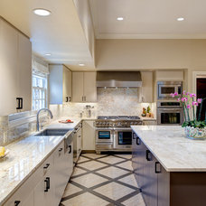 Transitional Kitchen by GALEANA