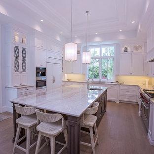 マイアミのトラディショナルスタイルのおしゃれなキッチンの写真