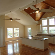 Tropical Kitchen by Bay Harbour Homes, LLC