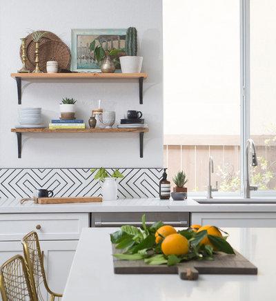 トランジショナル キッチン by Hope Pinc Design