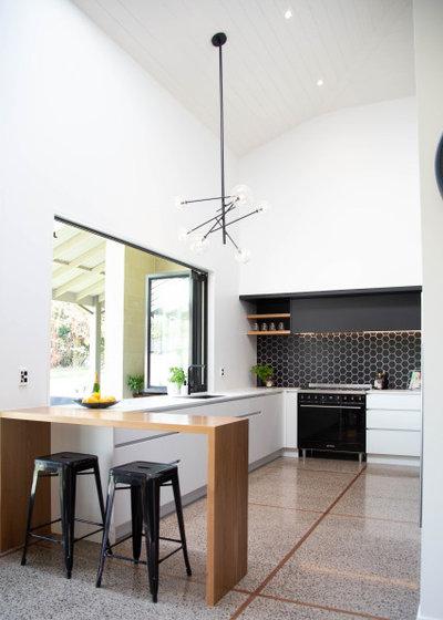 Modern Kitchen by Niche Design Co | Chelsey Mathieson