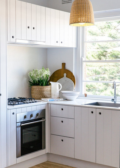 Beach Style Kitchen by Caroline McCredie