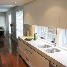 Modern Kitchen by Jaime Kleinert Architects
