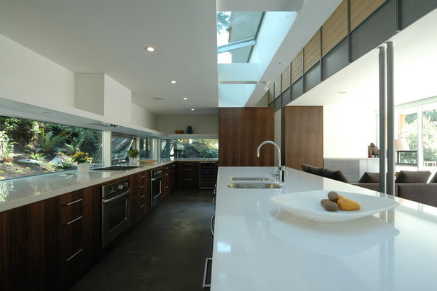 Contemporary Kitchen by BattersbyHowat Architects
