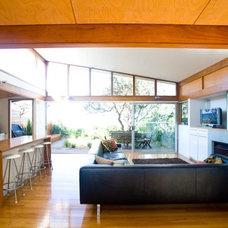Contemporary Kitchen by Designhunter
