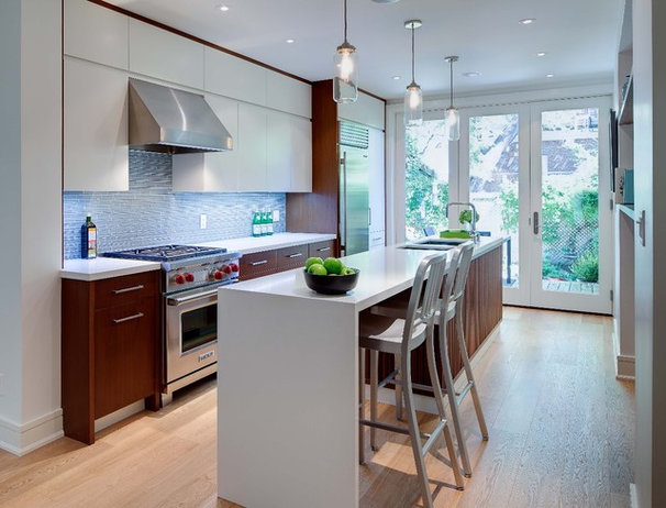 Modern Kitchen by Beauparlant Design inc