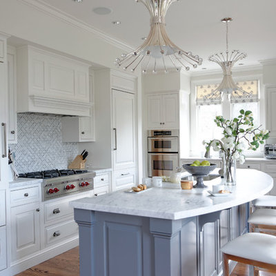 Example of a mid-sized transitional u-shaped medium tone wood floor kitchen design in Boston with an undermount sink, raised-panel cabinets, white cabinets, quartzite countertops, gray backsplash, stainless steel appliances and an island