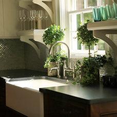 Traditional Kitchen by Vani Sayeed Studios