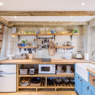 This is an example of a country kitchen in Glasgow.
