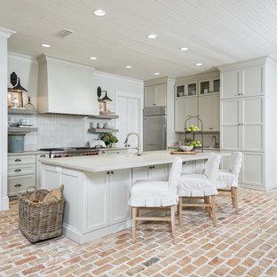 Idéer för att renovera ett l-kök, med bänkskiva i betong, stänkskydd i mosaik, rostfria vitvaror, tegelgolv, en köksö och skåp i shakerstil