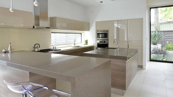 Modern Kitchen by Cantoni Houston