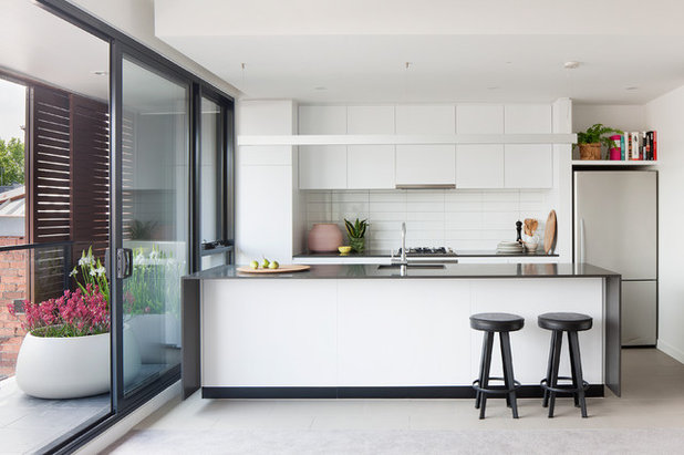 Contemporary Kitchen by K2LD Architects and Interiors