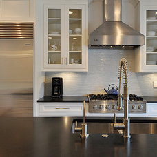 Traditional Kitchen by T.A.S Construction