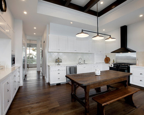 Inspiration For A Farmhouse U Shaped Eat In Kitchen Remodel In Melbourne  With Raised Part 93