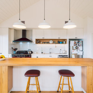 This is an example of a country kitchen in Hobart.