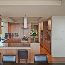 Modern Kitchen by Baylis Architects