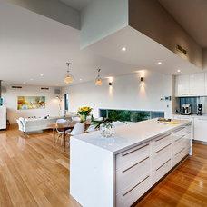 Modern Kitchen by Cambuild