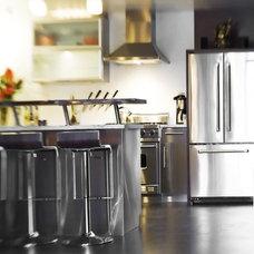 Modern Kitchen by LOCZIdesign