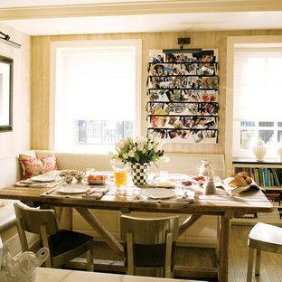 Foto di una cucina classica con ante con bugna sagomata e ante bianche