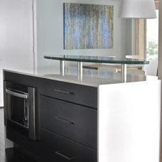 Modern Kitchen by Lifestyle Kitchen Studio