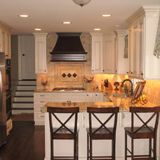 traditional kitchen by Designer Kitchen & Outdoor Living
