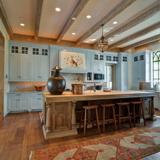 Traditional Kitchen by J Wilson Fuqua & Assoc. Architects