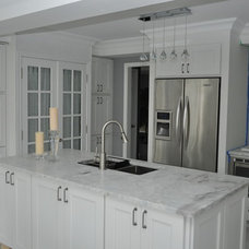 Traditional Kitchen by PRO STONE