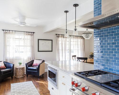 k che mit k chenr ckwand in rot und r ckwand aus steinfliesen ideen bilder. Black Bedroom Furniture Sets. Home Design Ideas