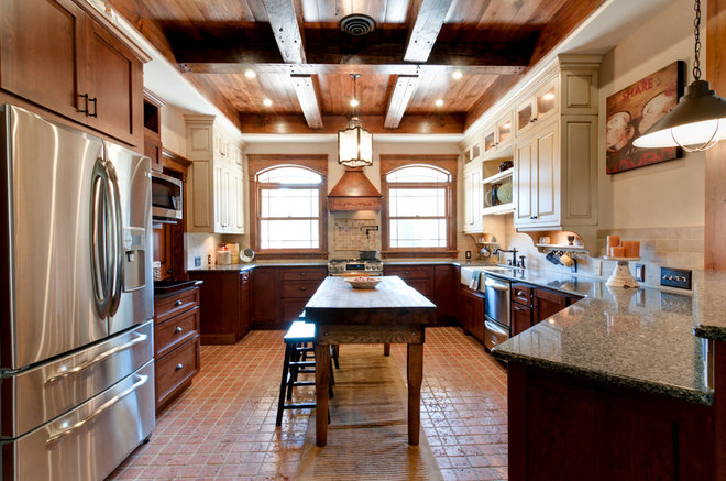 Traditional Kitchen by Bright Ideas by Martinec