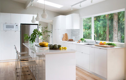 Kitchen of the Week: A Storage-Savvy White Kitchen in the Trees