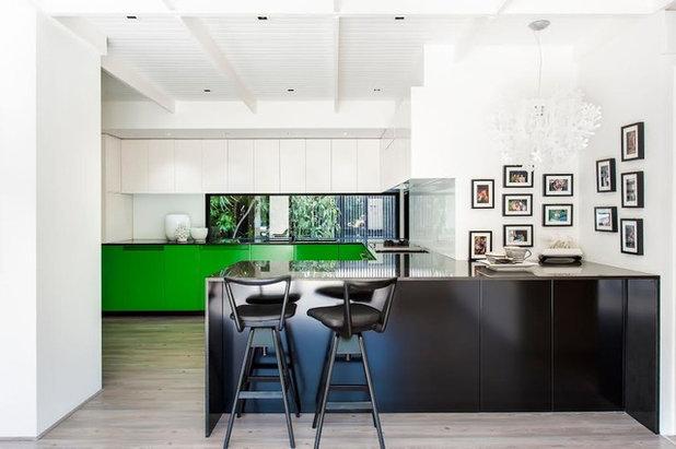 コンテンポラリー キッチン by Surround Interiors