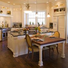 Mediterranean Kitchen by Peregrine Homes