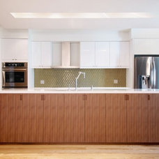 Contemporary Kitchen by Roundabout Studio Inc.