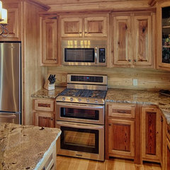 traditional kitchen by Satterwhite Log Homes