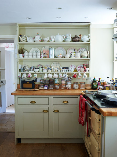 Small victorian kitchen design ideas remodel pictures for Small victorian kitchen designs